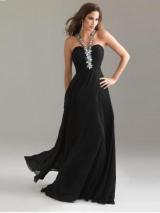 Как правильно выбрать украшение под вырез платья?