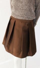 Что надеть с коричневой юбкой: советы стилистов