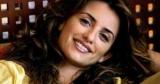 Намек на беременность: 47-летняя Пенелопа Крус показала фигуру в купальнике