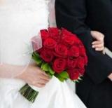Букет невесты из красных роз: фото